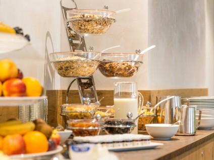 buffet-frisches-obst-und-cerealien